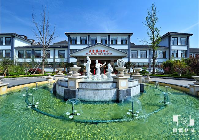 <span>智圣汤泉旅游度假村——温泉接待中心大厅前</span>